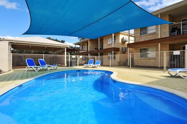 Lakeside Holiday Apartments - Tourism Adelaide