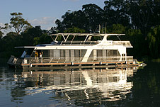 Whitewater Houseboat - Tourism Adelaide