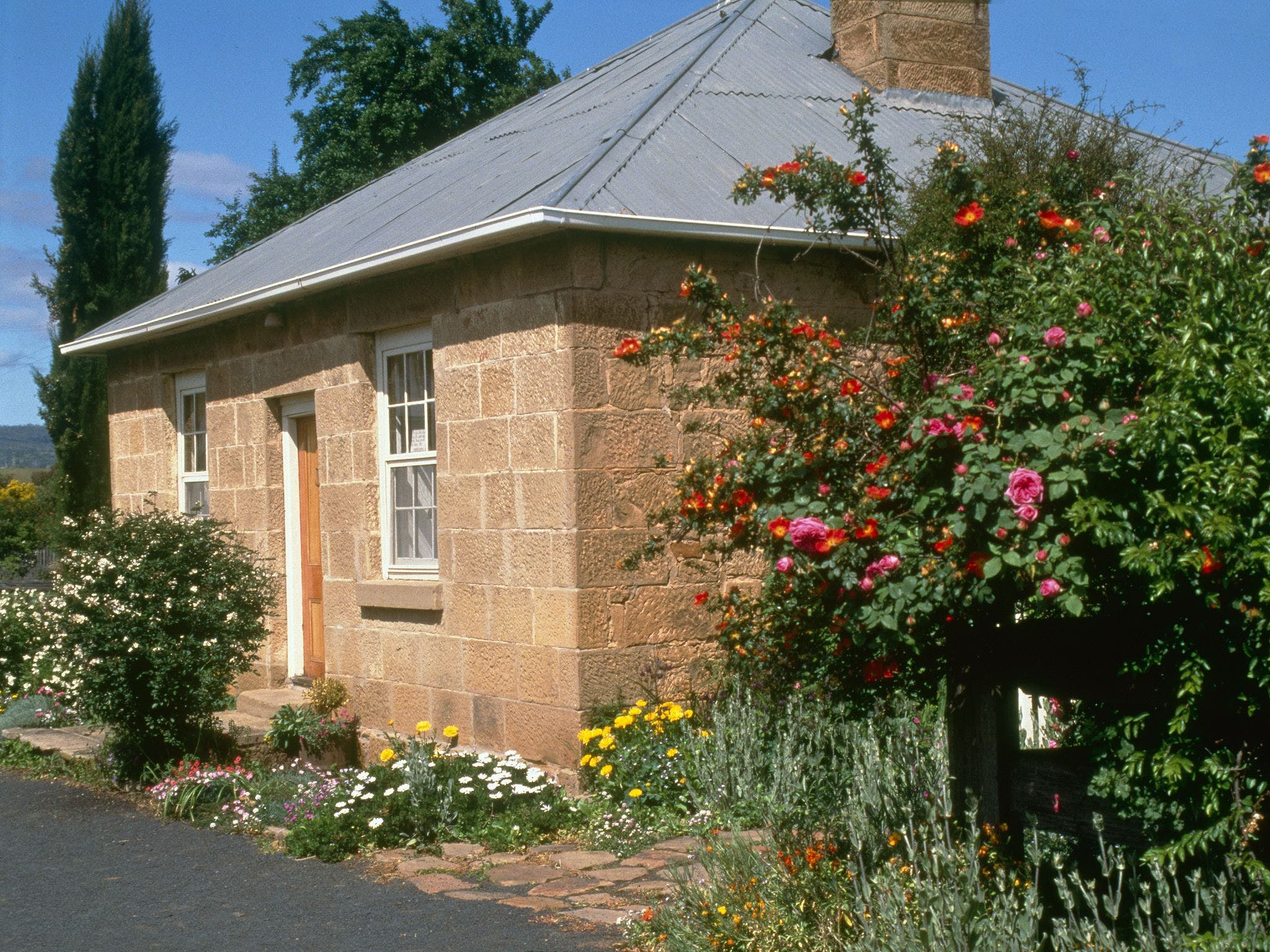 Hamilton's Cottage Collection and Country Gardens - Emmas Cottage - Tourism Adelaide