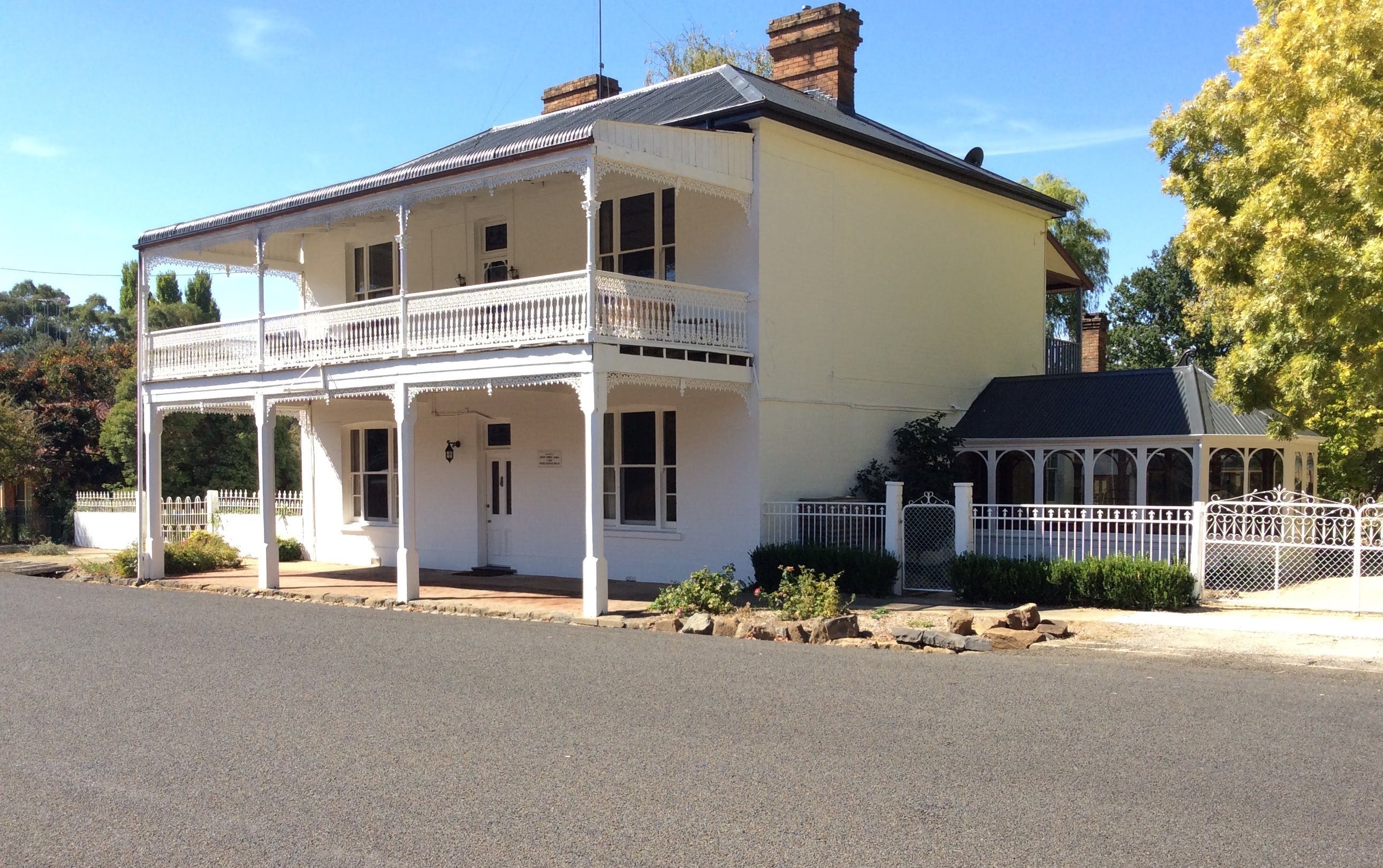 The White House Carcoar - Tourism Adelaide
