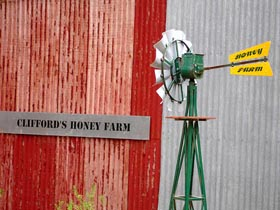 Clifford's Honey Farm - Tourism Adelaide
