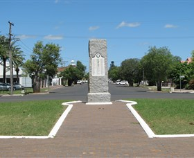 War Memorial and Heroes Avenue - Tourism Adelaide