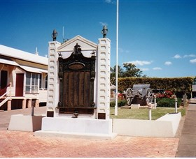 Gayndah War Memorial - Tourism Adelaide