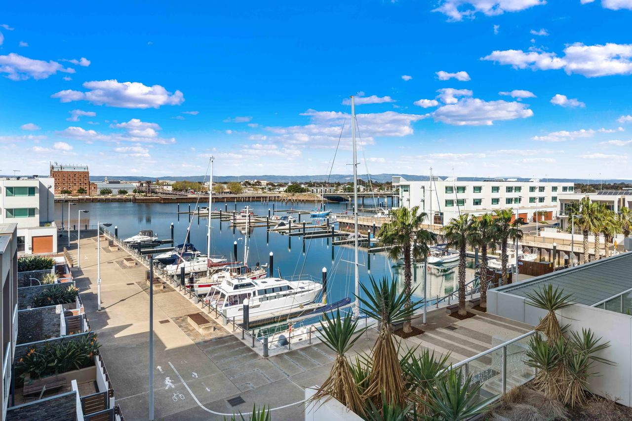 Port Adelaide Executive Waterfront Apartment