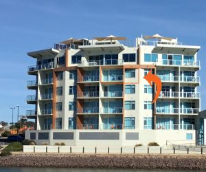 Wallaroo Marina Waterfront Luxe Apartment - Tourism Adelaide