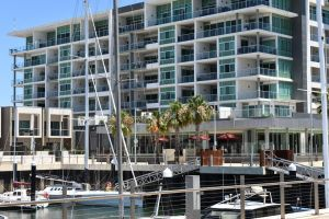 Breakwater Apartment - Tourism Adelaide