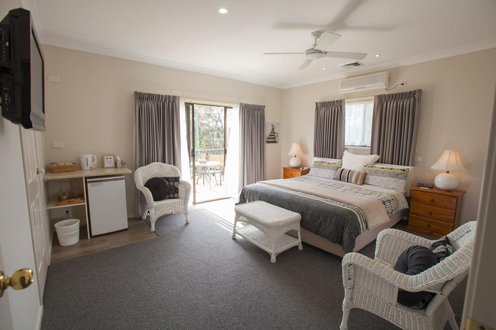Batemans Bay Manor - Bed and Breakfast - Tourism Adelaide